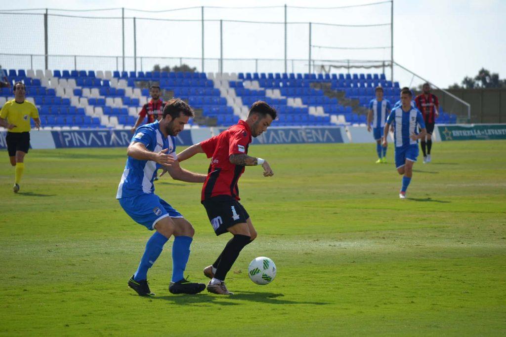 El malagueño Santi Luque, autor del segundo gol azulino, con el esférico
